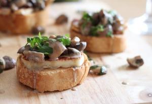 White-wine-mushroom-bruschetta-with-halloumi-9